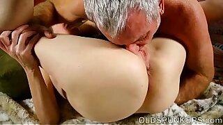 Huge waterpipe toying cock rams pussy - 12:21