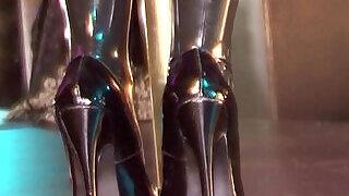 Latex clad blonde in inch stiletto high heels - 8:00