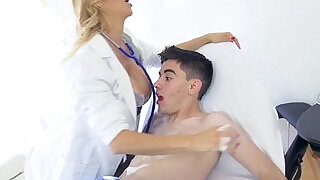 Pervy Dr. Alexis Fawx Cleaning Jordi Up with a Soapy Sponge Bath - 8:00