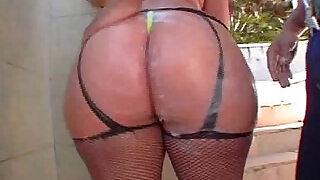 Huge brazilian ass Paula - 30:00