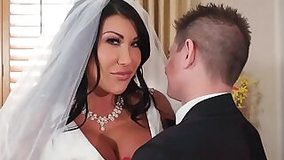 Huge tits bride cheats on her wedding day with the best man - 7:00