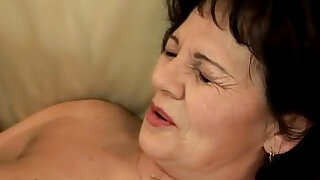 Amature mature grandma handling dildo - 6:00