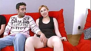 Elle baise avec un etranger devant sonmari !!! French amateur - 20:00
