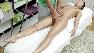 Sexmassage makes pretty doll Betty get real pleasure - 6:00
