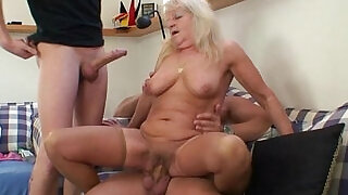 Hot 3some with hot blonde grandma - 6:00