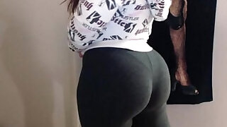 Latina beauty shakin her booty in spandex after working out the gym - 7:00