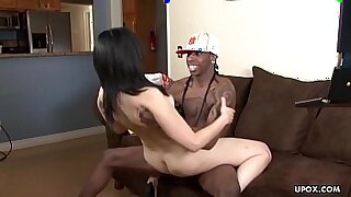 Small pussy Ebony cougar spoiling hair - 13:46
